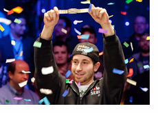 Jonathan Duhamel - Lifting the WSOP Bracelet