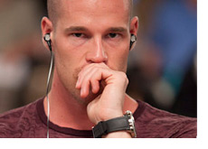 Patrik Antonius with the hand on his mouth - Thinking